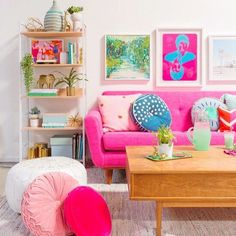 Ideas bedroom interior pink couch for 2019 Room Rugs, Rugs In Living Room, Colorful Decor, Colorful Interiors, Bright Decor, Pastel Decor, Rosa Couch, Deco Studio, Pink Couch