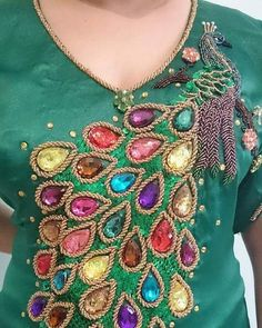 312 mentions J'aime, 1 commentaires - caftan marocaine (@caftan_maro) sur Instagram Pearl Embroidery, Bead Embroidery Patterns, Embroidery Works, Hand Embroidery Designs, Embroidery Dress, Applique Designs, Bordados E Cia, Butterfly Mobile, Bead Jewellery