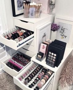 Makeup Room Ideas room DIY (Makeup room decor) Makeup Storage Ideas For Small Space - Tags: makeup room ideas, makeup room decor, makeup room furniture, makeup room design Diy Makeup Organizer, Makeup Organization, Closet Organization, Closet Storage, Storage Room, Vanity Table Organization, Alex Drawer Organization, Makeup Holder, Table Storage