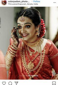 Kerala Hindu Bride, Kerala Wedding Saree, Wedding Sarees, Bridal Sarees, Indian Bridal Outfits, Indian Bridal Makeup, Bridal Beauty, Bridal Dresses, Half Saree Designs