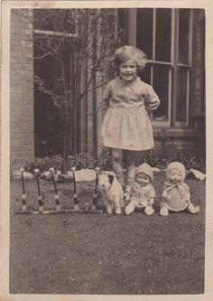 OLD PHOTO CHILDREN HOUSE GIRL VINTAGE SOFT TOYS DOLLS CIRCA 1930S A2 | Collectables, Photographic Images, Antique (Pre-1940) | eBay!
