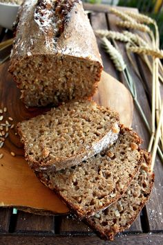 Whole Grain Spelt Bread - bake your own healthy organic whole grain spelt bread with minimum ingredients. A recipe from Germany, the land of bread! Really delicious