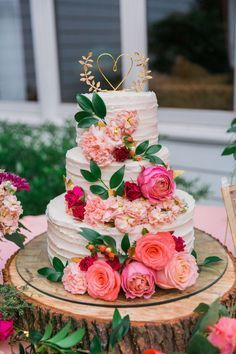 Rustic Boho Coral and Pink Wedding Cake // gold heart cake topper, wooden cake pedestal