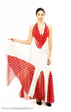 f35119e6bd En este vestido flamenco de lycra blanco se reinterpreta lo mejor del  espectáculo más popular de