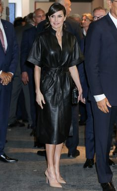 28 February 2019 - King Felipe and Queen Letizia attend the opening of the edition of International Contemporary Art Fair - ARCOmadrid - dress by &Other Stories, shoes by Prada, clutch by Uterque Fashion Idol, Fashion Outfits, Female Fashion, Prada Clutch, Estilo Real, Zara, Leather Dresses, Leather Outfits, Queen Letizia