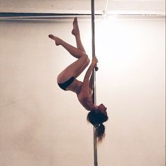 Best Ideas For Pole Dancing Beginner Motivation Fitness Workouts, Pole Fitness Moves, Pole Dance Moves, Pole Dancing Fitness, Dance Poses, Barre Fitness, Aerial Dance, Aerial Yoga, Pool Dance