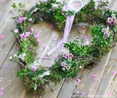 Nicht nur zum Valentinstag ist dieser Herz-Frühlingskranz eine liebe Geschenkidee!! Wir zeigen Euch, wie schnell und einfach dieser Blumenkranz gemacht wird