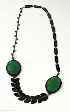 Allyson Bone (MA) - necklace No.1 (Green Eyes) 2011, sterling silver, aventurine, nylon  280 x 160 x 8 mm - USA, New Palz, State University of New York (SUNY)