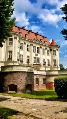 Amelii podróże małe i duże...: Zamek w Leśnicy Poland Cities, Huge Houses, Medieval Fortress, Seven Years' War, Poland Travel, Monuments, The Beautiful Country, European Countries, Travel And Tourism