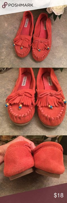 ❤️Suede moccasins Steve Madden coral color brushed leather moccasins with gold, blue and nude beads on the end of the ties. Pictures shows signs of wear. Steve Madden Shoes Moccasins