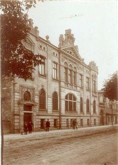 Miejska Kasa Oszczędności przy ul. Józefińskiej 18. Zdjęcie wykonane po 1910 r. Obecnie mieści się tu Bank Pekao.