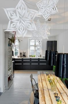 Love the ethereal snowflakes above the rustic table with chunky glass centre piece display. Xmas Theme, Christmas Tree Themes, Xmas Decorations, Christmas Crafts, Holiday Decor, Christmas Christmas, Minimal Christmas, Simple Christmas, Christmas Kitchen