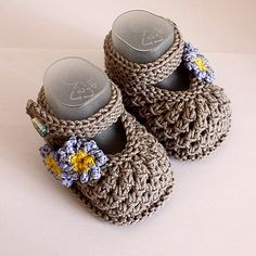 Ravelry: Forget-Me-Not Baby Shoes pattern by Julia Noskova *knitting*