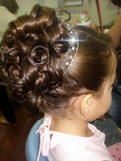 #daminha #florista #casamento #cabelo #kids #Hairstyles  #penteado #bride  #wedding #festa #beleza #madrinha Girls Updo, Girls Hairdos, Flower Girl Hairstyles, Little Girl Hairstyles, Summer Hairstyles, Up Hairstyles, Wedding Hairstyles, Pagent Hair, Communion Hairstyles