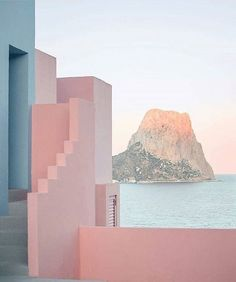 Home Decor For Small Spaces La Muralla Roja Spain by architect Ricardo Bofill.Home Decor For Small Spaces La Muralla Roja Spain by architect Ricardo Bofill Ricardo Bofill, Exterior, Design Set, Blog Design, Pink Aesthetic, Aesthetic Images, The Places Youll Go, Interior Architecture, Interior Design