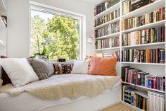 Underbar platsbyggd bokhylla!
