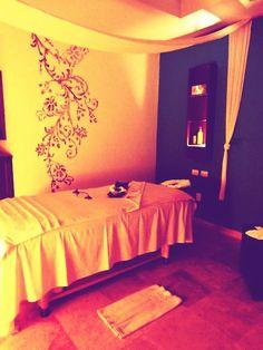 You deserve a relaxing massage. / Mereces un masaje relajante.  #spa #RivieraMaya