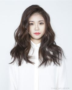 Hair and makeup. Permed Hairstyles, Pretty Hairstyles, Girl Hairstyles, Medium Hair Styles, Short Hair Styles, Messy Wavy Hair, Korean Hair Color, Ulzzang Hair, Gorgeous Hair