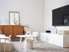 Skandinavian home, livingroom, hay bella, lightbox, grey wall