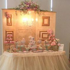 Apaixonada por essa decoração super romântica!  Imagem @umbocadinhodeideias  #loucaporfesta  #loucaporfestas  #loucasporfestas #festalinda #decoração #partyideas  #decoration #JuntasSomosMaisBDF