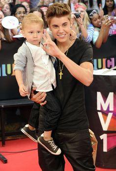 Justin Bieber and Jaxon Bieber: 2012 MMVA Awards PHOTOS