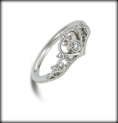 プリンセスシリーズ Princess Tiara // Disney Engagement Ring. :: This is the nicest wedding ring ive seen on here :P