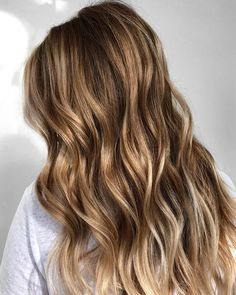 50 Flattering Brown Hair with Blonde Highlights to Inspire Your Next Hairstyle – Hair Makeup Brown Hair With Blonde Highlights, Brown Hair Shades, Brown Ombre Hair, Brown Balayage, Light Brown Hair, Brown To Blonde, Balayage Hair, Blonde Hightlights, Beach Highlights