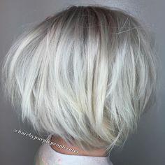Platinum Blonde Chopped Bob i think i love this at age 49 Choppy Bob Hairstyles, Short Hairstyles For Thick Hair, Short Hair Styles, Bob Haircuts, Formal Hairstyles, Wedding Hairstyles, Pelo Color Plata, Chin Length Bob, Messy Bob