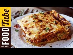 Moussaka is a divine meal prepared with eggplant, ground beef, onions, tomatoes, spices and béchamel sauce. The traditional Greek moussaka has 3 layers: the bottom layer is sliced eggplant sautéed in olive oil. Greek Recipes, Vegetable Recipes, Vegetarian Recipes, Cooking Recipes, Vegetarian Lasagna Recipe Jamie Oliver, Moussaka Recipe Vegetarian, Batch Cooking, Vegetarian Cooking, Moussaka Recipe Greek