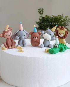 Jungle Cake, Jungle Safari, Safari Theme Nursery, Nursery Themes, Birthday Cakes, Birthday Ideas, Fondant Tutorial, Home Alone, Tv Guide