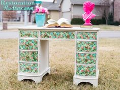 Formal to Floral Decoupage Desk Makeover with Napkins by Restoration Redoux - DIY painted furniture makeover ideas Recycled Furniture, Furniture Projects, Painted Furniture, Diy Furniture, Furniture Refinishing, Diy Projects, Desk Makeover, Furniture Makeover, Dresser Makeovers