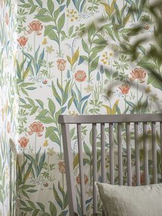 Inspired by naive art and its imaginative light-heartedness, design wallpaper Charlotte depicts a wildflower meadow with classic pattern colours li. Garden Wallpaper, Field Wallpaper, Scandinavian Wallpaper, Scandinavian Design, Wallpaper Samples, Pattern Wallpaper, Charlotte Wallpaper, High Quality Wallpapers, Nature