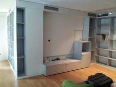 Salón diseñado por Oliveras y Sanz para residencial en Lleida. Todo el mobiliario se ha desarrollado con nuestro sistema CUBOX, incluidos frentes de puertas y cajones.
