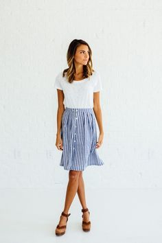 DETAILS: - Perfect summer to fall transition skirt - 100% Cotton/woven - Model is wearing a small