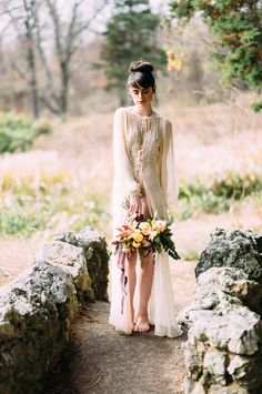 Vintage bridal style | Wedding Sparrow