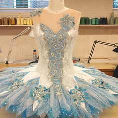 A gorgeous Snow Queen, designed a while back by Kathryn Ganss Grillo for UNCSA. You can see it in their Nutcracker! Dance Costumes Ballet, Tutu Ballet, Cute Dance Costumes, Tutu Costumes, Costume Ideas, Boris Vallejo, Dark Fantasy Art, Royal Ballet, Dance Outfits