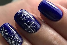 Новогодний дизайн ногтей 2018