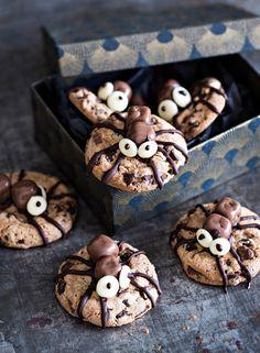 Hämähäkkikeksit | K-Ruoka #Halloween Halloween Snacks, Halloween Party, Sweet Cookies, Holiday Appetizers, Food Festival, Diy And Crafts, Stuffed Mushrooms, Food And Drink, Pumpkin