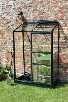 Halls Wall Garden Lean to greenhouse Toughened Glazing,green aluminium. Classic lean to with 1 roof vent and sliding door. Best UK prices and free delivery. Curved Pergola, Pergola With Roof, Pergola Plans, Pergola Ideas, Pergola Screens, Modern Pergola, Cheap Pergola, Lean To Greenhouse, Gardens