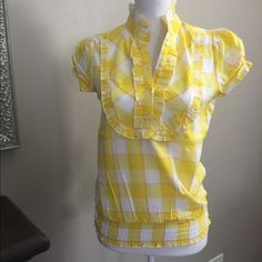 Super cute yellow and white top This top is brand-new with no tags. Bundle for a great discount Tops Tees - Short Sleeve