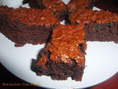 A receita original prometia um brownie, mas pela foto eu suspeitava que seria mais para um bolo beeeeeeem molhadinho e mole por dentro, e n...