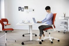 Case studies on Wilkhahn's free-to-move-office chairs show that well-being and mental agility improve the more diverse the range of movement and more frequent the change of posture are. Perfect for yor Workspace in Office or at Home