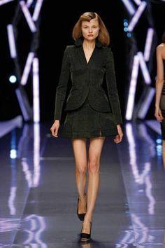 Tajer ricamato per Alexander McQueen #ricamo #moda #madeinitaly