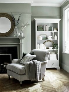 6 Green Living Room Designs That Are Going To Blow Your Mind - Find out why modern living room design is the way to go!Cosy living room designs as seen from abov - Design Living Room, Living Room Green, My Living Room, Home And Living, Small Living, Modern Living, Cosy Living Rooms, Armchair Living Room, Grey Dinning Room