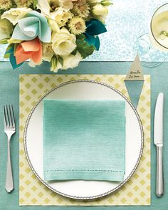 patterned paper as placemats....love the place card pop up!
