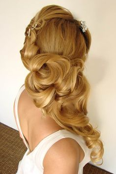 Love #bridal #waves #sideswept