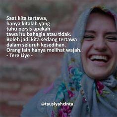 Saat kita tertawa hanya kitalah yang tahu persis apakah tawa itu bahagia atau tidak. Boleh jadi kita sedang tertawa dalam seluruh kesedihan. Orang lain hanya melihat wajah. - Tere Liye - http://ift.tt/2f12zSN