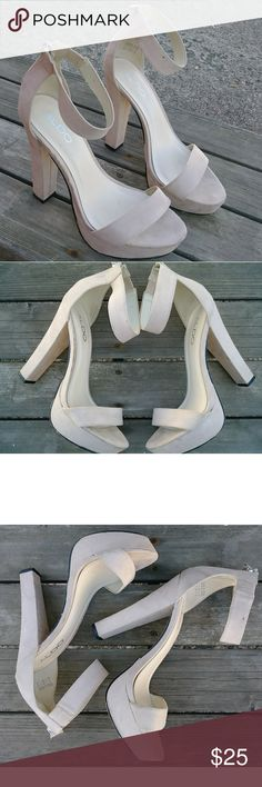 Aldo heels size 8.5 Cream colored heels that make any outfit sexy!  Wear them to the office and out after! Aldo Shoes Heels