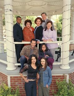 Attention all Gilmore Girls fans — your favorite show may be returning to the small screen! According to a new report, a reboot of the popular show starring Lauren Graham (as Lorelai Gilmore) and A… Rory Gilmore, Mode Gilmore Girls, Gilmore Girls Cast, Gilmore Girls Episodes, Gilmore Girls Characters, Gilmore Gilrs, Gilmore Girls Fashion, Gilmore Girls Quotes, Gilmore Girls Poster
