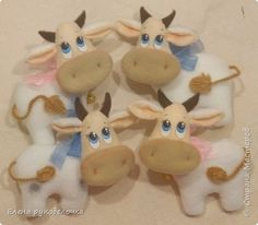 Baby Mobile Felt, Baby Door Hangers, Photo Wall, Diy Crafts, Christmas Ornaments, Toys, Holiday Decor, Animales, Cows